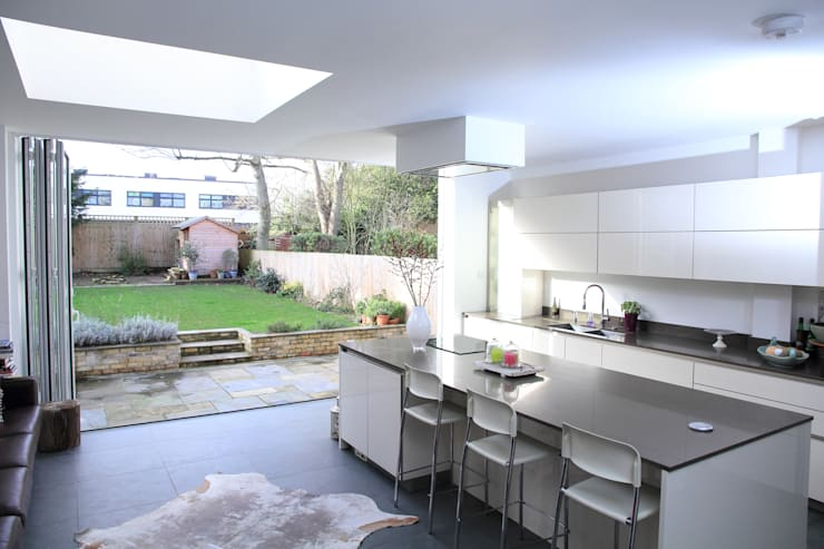 Ground Floor Extension, Hilton Ave:  Kitchen by London Building Renovation