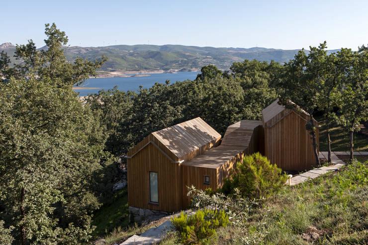 Moinhos da Corga : Casas  por Escritorio de arquitetos