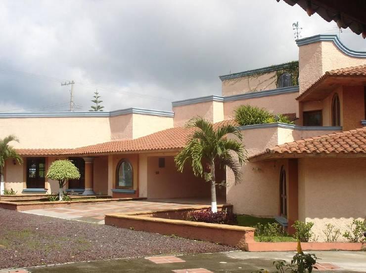 Casa en Dos Rios Xalapa.: Casas de estilo  por CouturierStudio