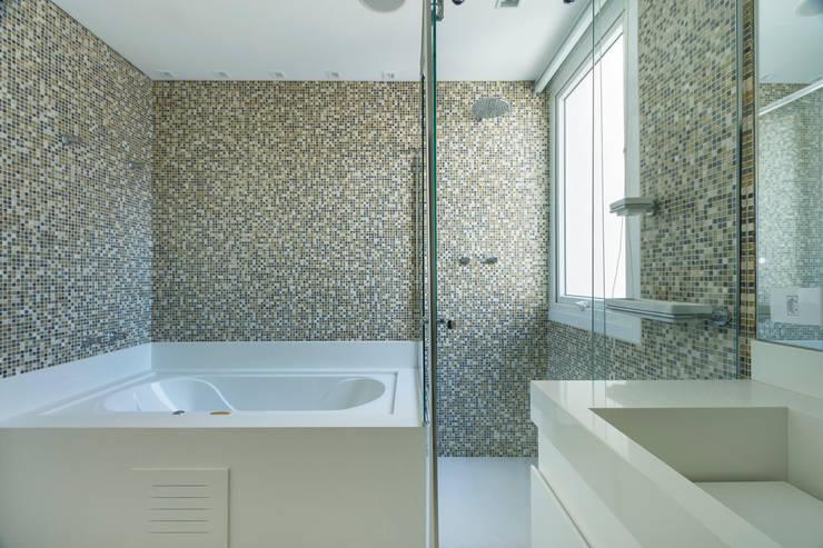 Casa Brooklin: Banheiros  por Cactus Arquitetura e Urbanismo