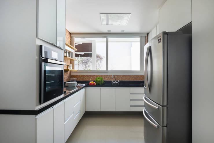 Cuisine de style de style Moderne par Cactus Arquitetura e Urbanismo