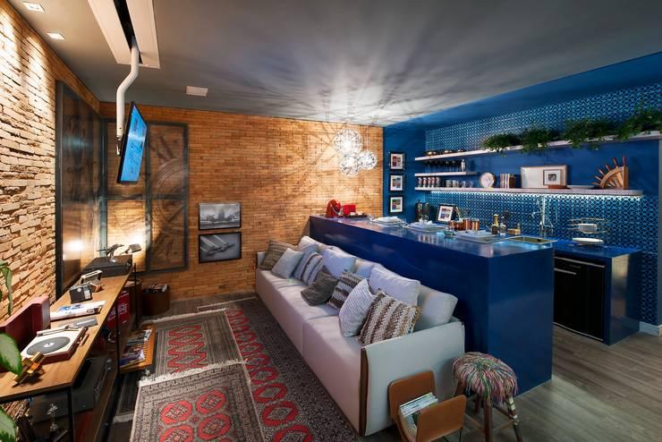 Salas / recibidores de estilo  por Cristiane Locatelli Arquitetos & Associados