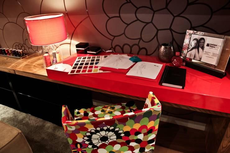 Estúdio da estilista: Escritórios  por Mariana Borges e Thaysa Godoy