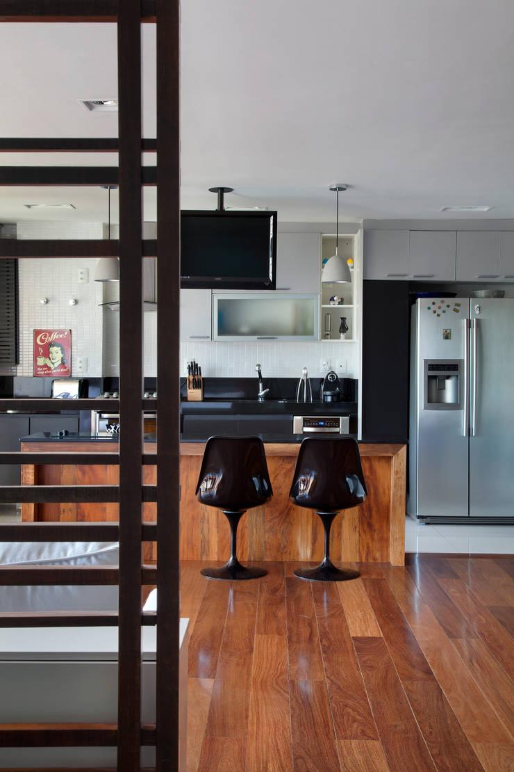 Cobertura Barra: Cozinhas  por ASP Arquitetura