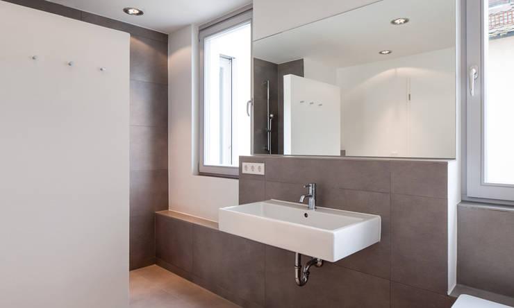 Gerokstraße:  Badezimmer von MuG Architekten