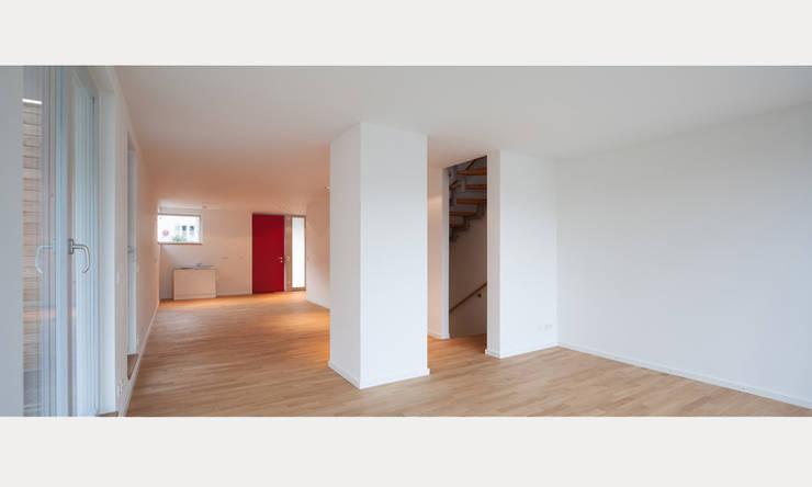 Corridor & hallway by MuG Architekten