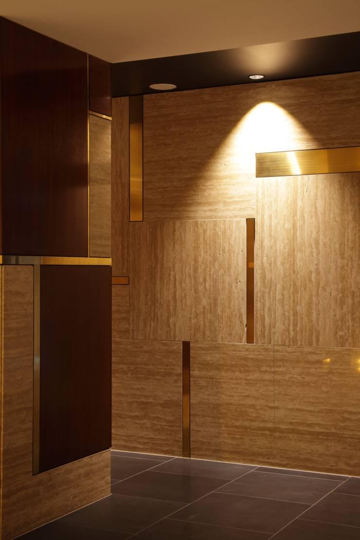 エントランス壁面構成: 株式会社 日建ハウジングシステムが手掛けた壁です。
