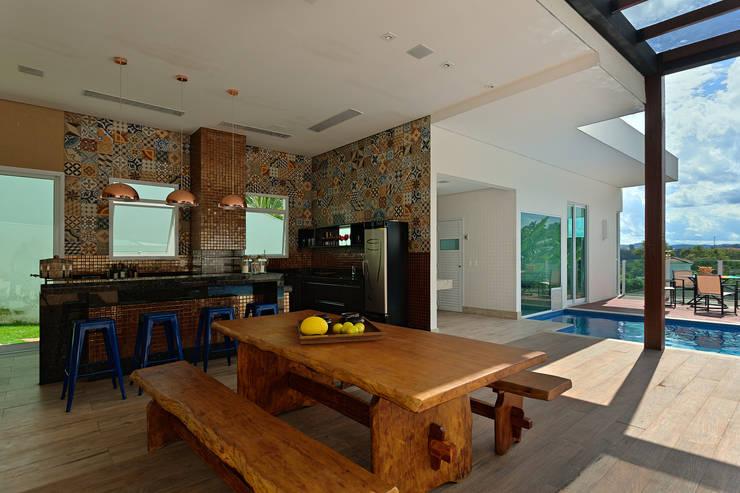 Casa RJ: Cozinhas modernas por Lucas Lage Arquitetura