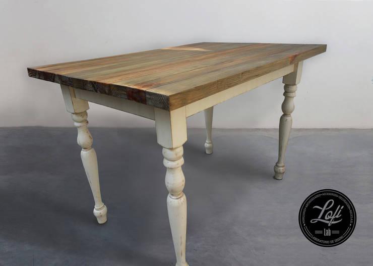 mesa vintage: Comedor de estilo  por lofi lab