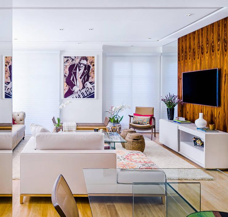 Residência Elegante: Salas de estar  por Studio ML,
