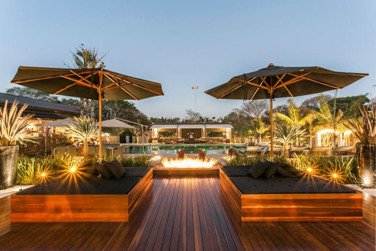 Lounge Jardins minimalistas por Monica Rio Verde Paisagismo Minimalista Fibra natural Bege