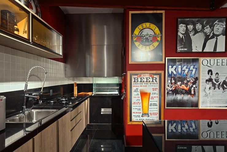 Cucina in stile in stile Moderno di Lucas Lage Arquitetura