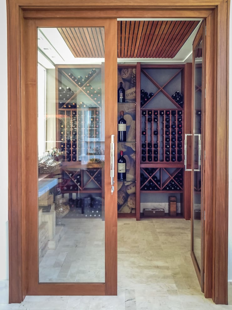 Wine cellar by Juliana Stefanelli Arquitetura e Design, Classic