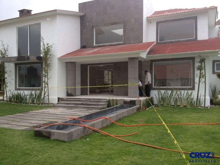 Casa Cuajimalpa: Casas de estilo  por Cruz Arquitectos       Proyectos y Avaluos