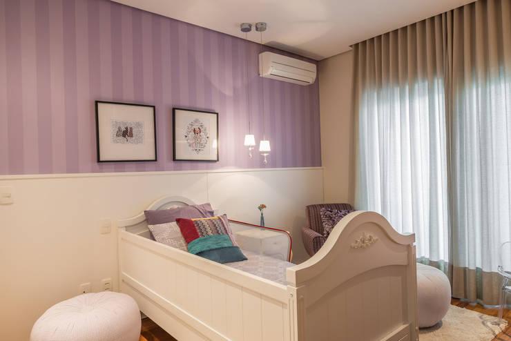 Nursery/kid's room by Juliana Stefanelli Arquitetura e Design, Modern