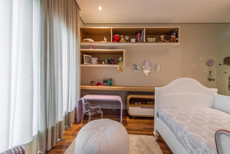 Dormitorios infantiles de estilo  por Juliana Stefanelli Arquitetura e Design