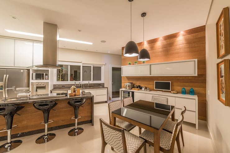 Casa Swiss: Cozinhas modernas por Juliana Stefanelli Arquitetura e Design