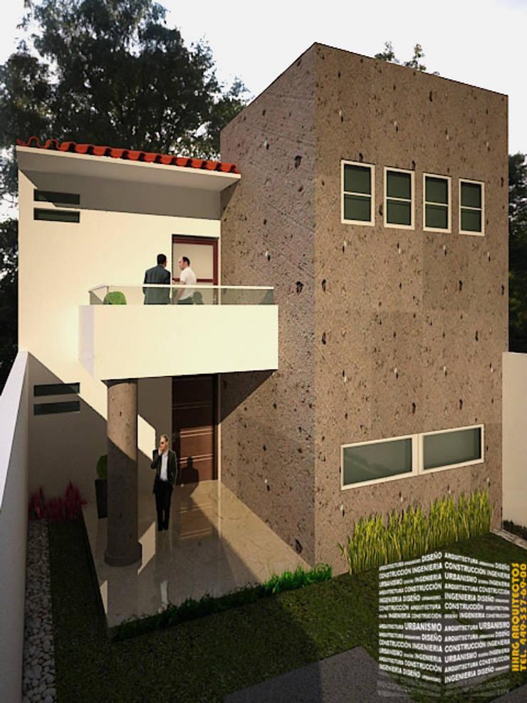 FACHADA CLÁSICA CON TERRAZA: Casas de estilo  por HHRG ARQUITECTOS