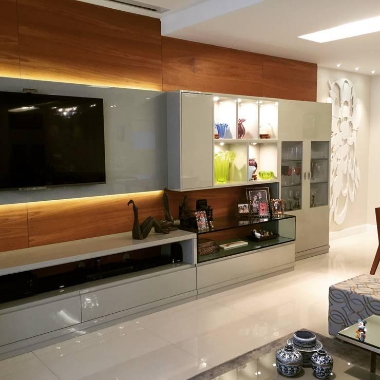 Sala AK: Salas de estar  por A3 Arquitetura