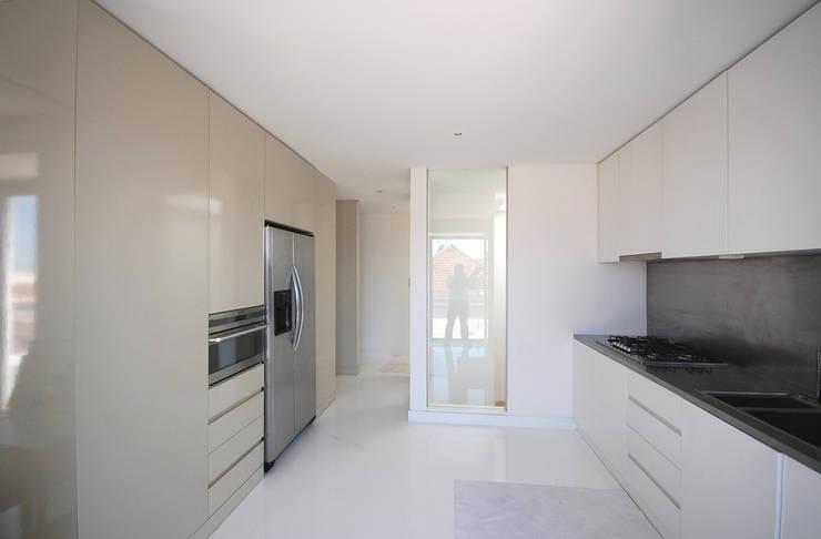 Renovação de apartamento na Junqueira: Cozinhas  por Borges de Macedo, Arquitectura.