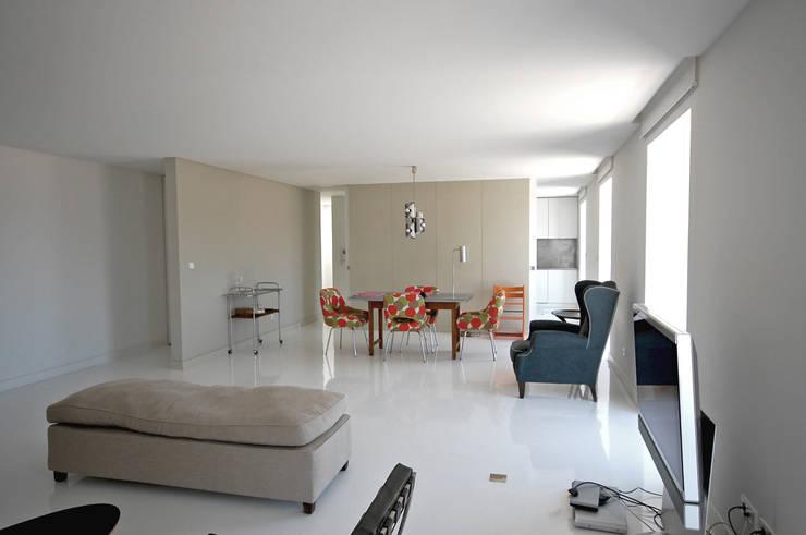 Renovação de apartamento na Junqueira: Salas de jantar  por Borges de Macedo, Arquitectura.