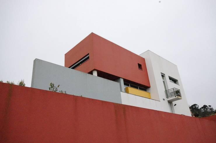 Casa na Portela: Casas  por Borges de Macedo, Arquitectura.