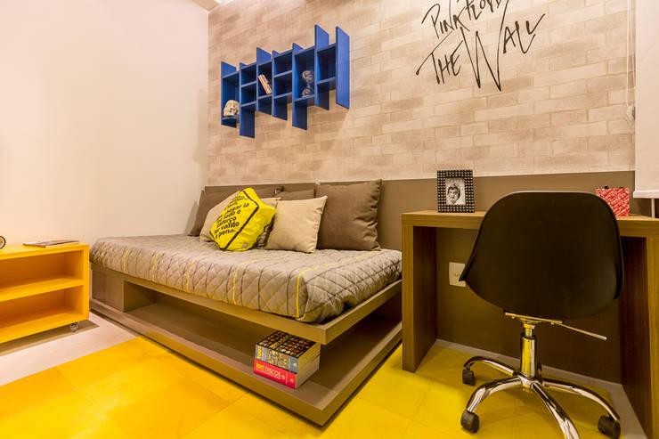 Flávio Monteiro Arquitetos Associados:  tarz Yatak Odası