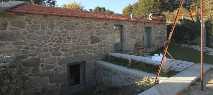 Turismo Rural em Paredes de Coura : Jardins  por Escritorio de arquitetos