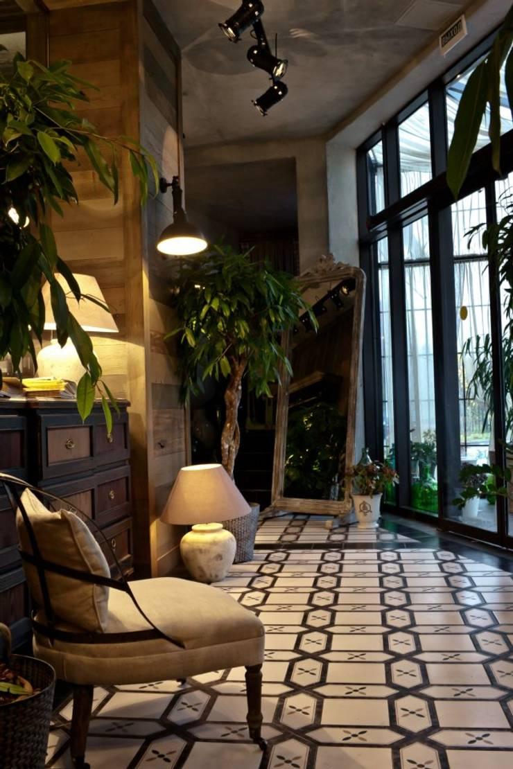 ЦЫЦЫЛА: Прихожая, коридор и лестницы в . Автор – NEXXT