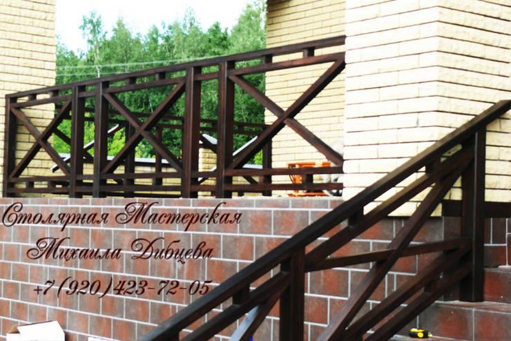 Balcones y terrazas de estilo  de Столярная мастерская Михаила Дибцева
