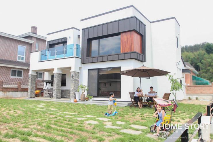 구율문화마을에 앉은 두 아이를 위한 부부의 새로운 행복 하우스 – 군산전원주택-ALC모던주택: (주)홈스토리의  주택