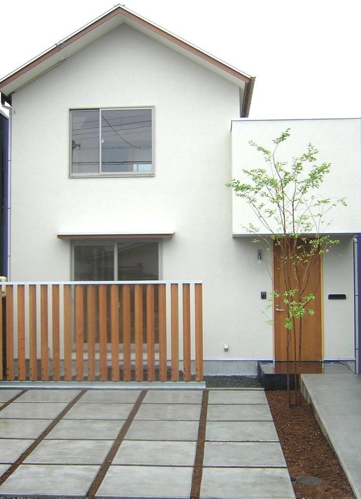 外観-ファサード: アース・アーキテクツ一級建築士事務所が手掛けた木造住宅です。,ミニマル 無垢材 多色