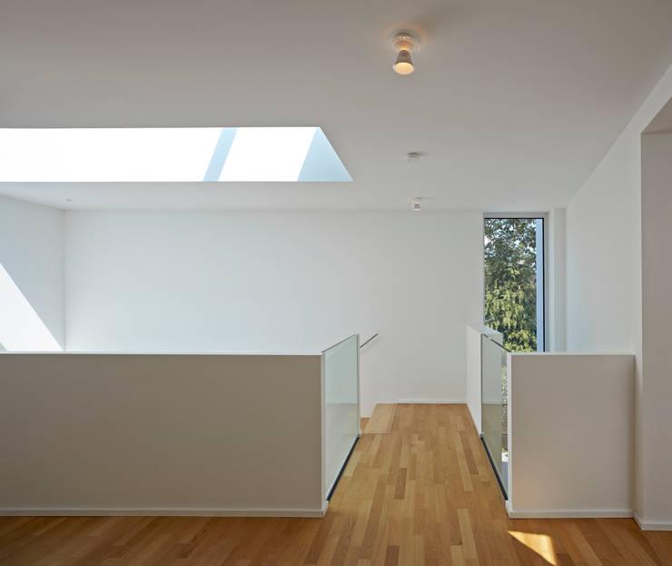 Projekty,  Korytarz, przedpokój zaprojektowane przez Marcus Hofbauer Architekt