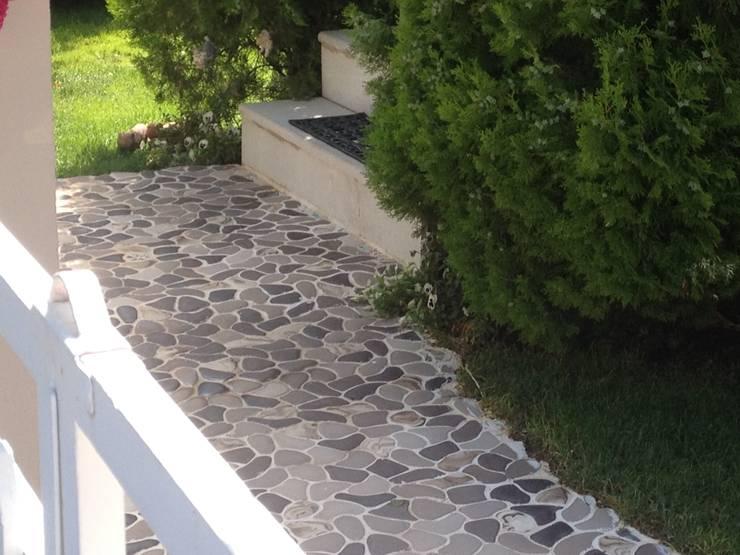 İnci Mozaik – Arnavutkoy'de Villa Terası:  tarz Bahçe