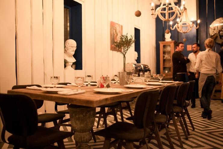 MOLON LAVE: Кухня в . Автор – ROOMERS