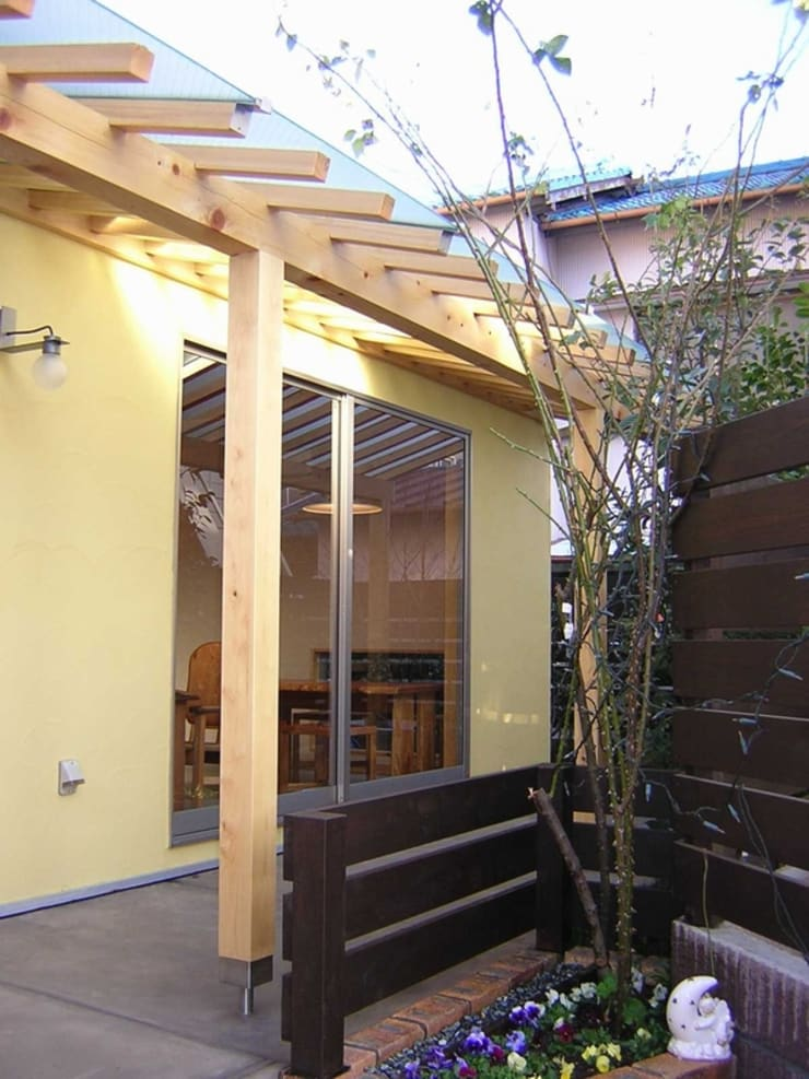 外観-南面: アース・アーキテクツ一級建築士事務所が手掛けた木造住宅です。,