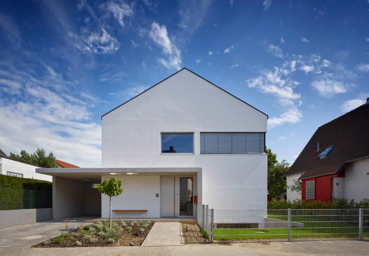 Straßenansicht:  Häuser von Marcus Hofbauer Architekt