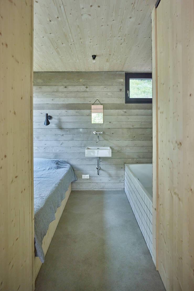 Modern style bedroom by Backraum Architektur Modern