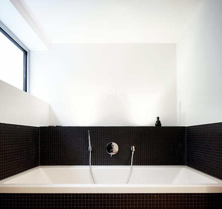 Bathroom by Marcus Hofbauer Architekt