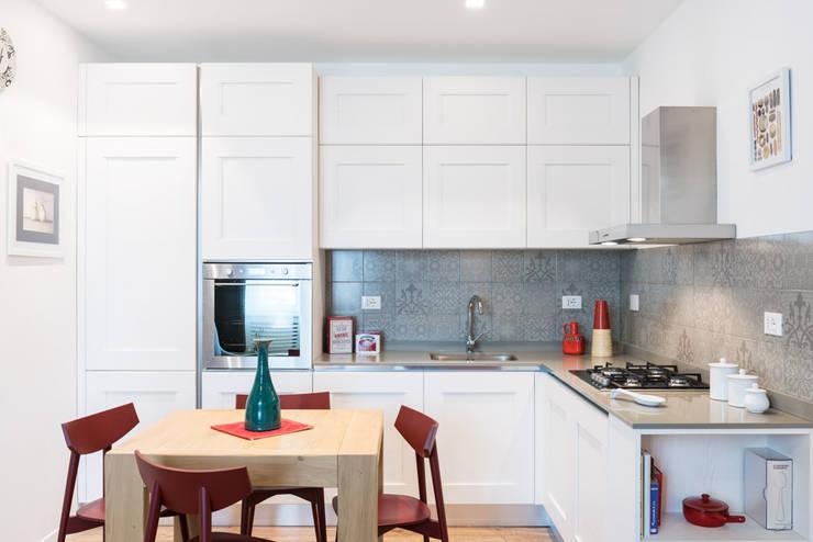 NEAR Architecture San Paolo: Cucina in stile  di Paolo Fusco Photo