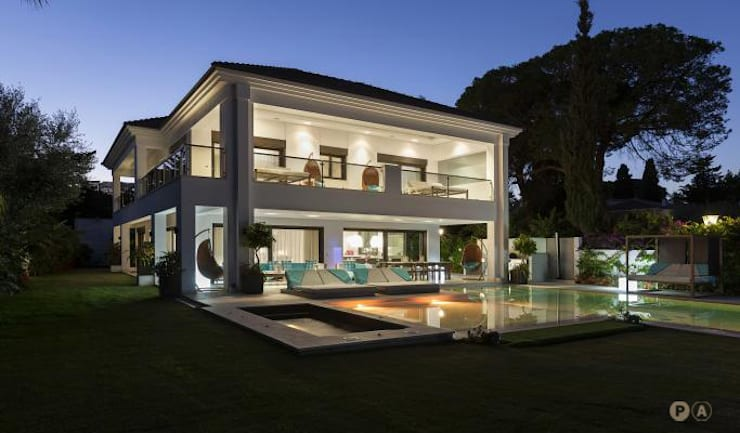 Marbella Villa: Giardino in stile  di Principioattivo Architecture Group Srl