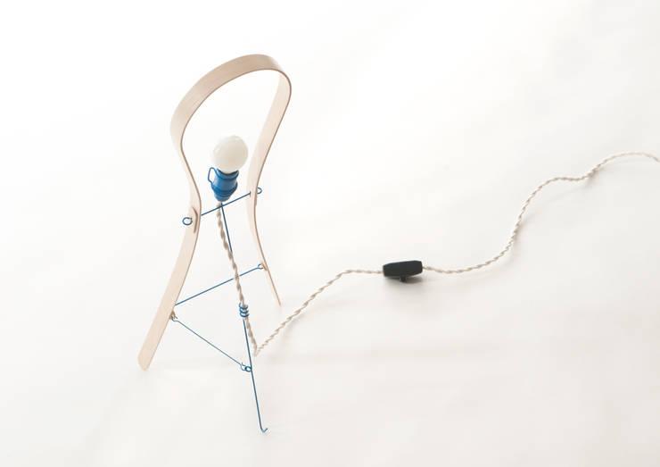 Lus - bureaulamp: modern  door Jochem Kruizinga, Modern Metaal
