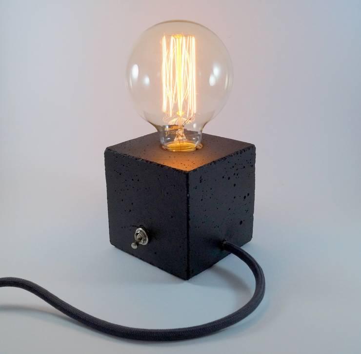 """Betonlampe. Tischlampe. """"cubo/black"""":  Flur, Diele & Treppenhaus von Uniikat.de,"""