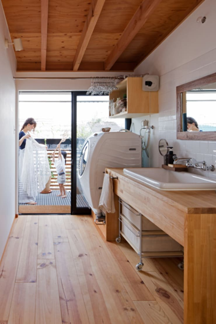 Eclectic style bathroom by 藤森大作建築設計事務所 Eclectic