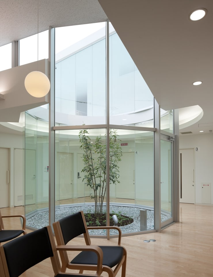 待合室: 有限会社Y設計室が手掛けた医療機関です。