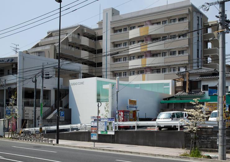建物遠景: 有限会社Y設計室が手掛けた医療機関です。