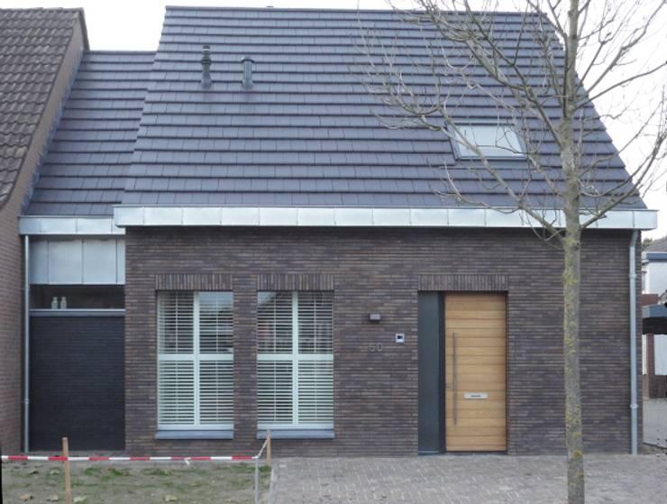Woning te Mariaheide:  Huizen door martyvandeven bureau voor architectuur en techniek