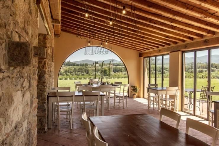 veranda: Sala da pranzo in stile  di Studio Luppichini