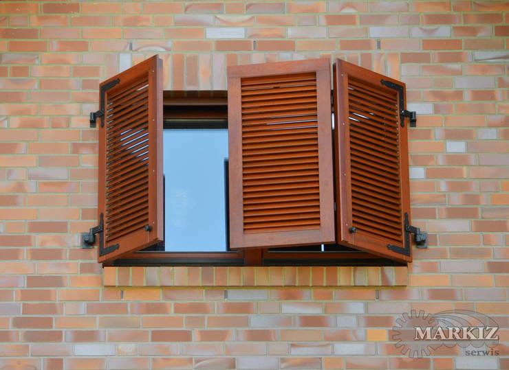 Projekty, klasyczne Okna i drzwi zaprojektowane przez homify