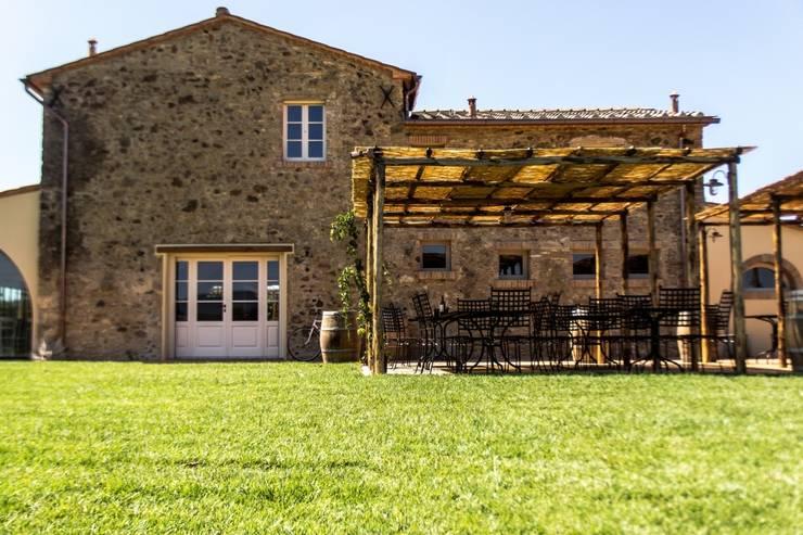Maisons de style de style Rustique par Studio Luppichini